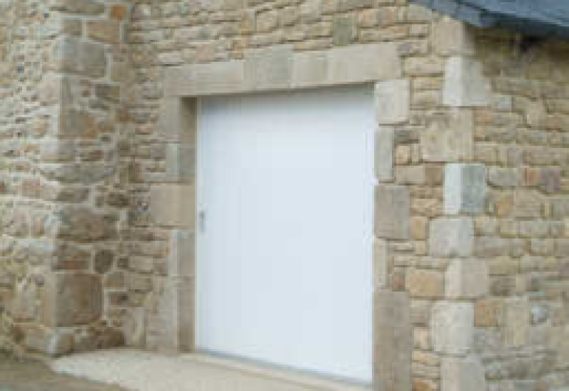 Porte de garage traditionnelle - Menuiserie